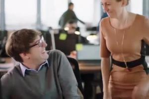 Kobieca reklama Merci