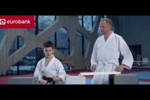 Piotr Adamczyk jako karateka w reklamie pożyczki gotówkowej w eurobanku