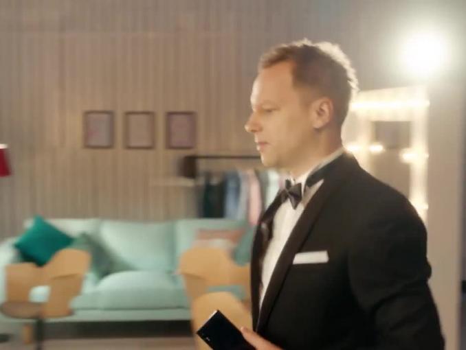 Maciej Stuhr w błysku fleszy promuje Sony Xperia XZ
