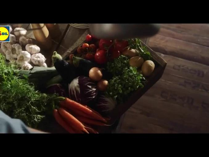 Karol Okrasa gotuje tradycyjnie w reklamie Lidla