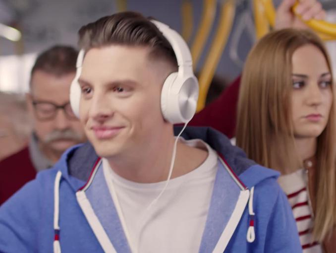 """""""Przez Twe Oczy Zielone"""" - kampania Radia VOX FM w rytmie hitu Zenka Martyniuka"""