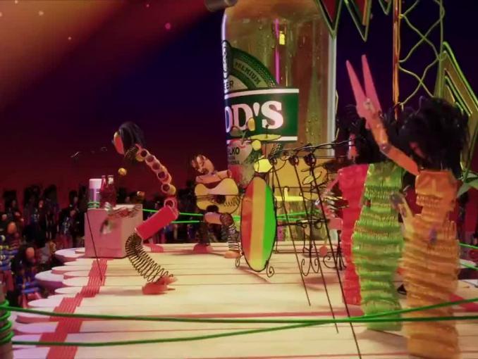 Koncert reggae reklamuje piwo Redd's w nowych butelkach