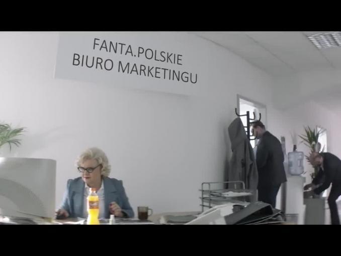 Julia Wieniawa, Adam Zdrójkowski, Marcin Dubiel i Stuu w reklamie Fanty