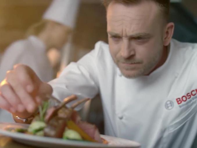 Mateusz Gessler reklamuje blender Bosch