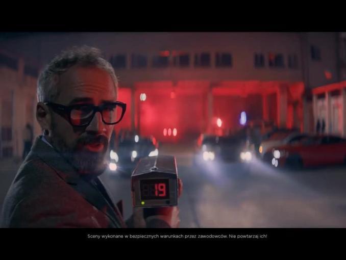 Reklama Virgin Mobile z samochodami jadącymi 19 km/h