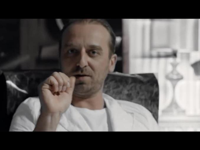 Wojciech Mecwaldowski jako milioner promuje HP Deskjet GT 5820 All-in-One