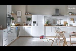 Różne domy w reklamie lodówek Samsung