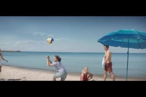 Radek Kotarski o paraslolu plażowym w reklamie Banku Millennium