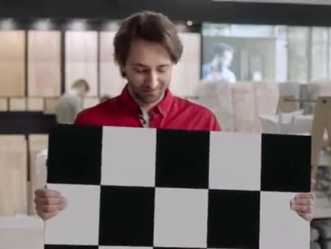 """""""Znajdź swój kawałek podłogi"""" - reklama sklepów Komfort"""