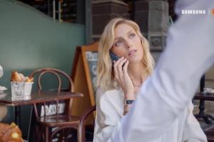 Anja Rubik w podróży promuje Samsung Galaxy S8 w Orange Love