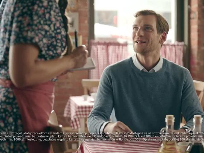 Kurs włoskiego w restauracji reklamuje eKonto w mBanku