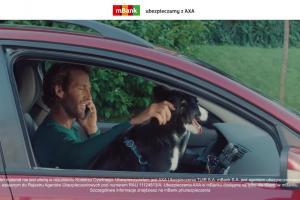 Stłuczka w reklamie ubezpieczenia od AXA w mBanku