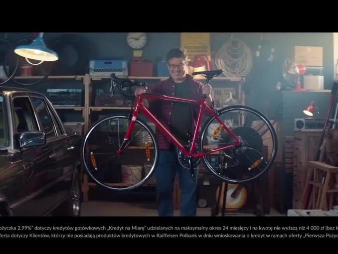 Rower w reklamie pożyczki w Raiffeisen Polbank