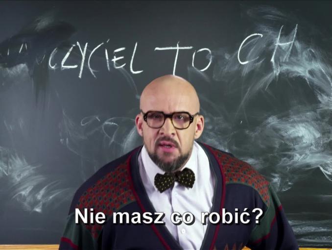 Tomasz Oświeciński jako nauczyciel reklamuje Showmax