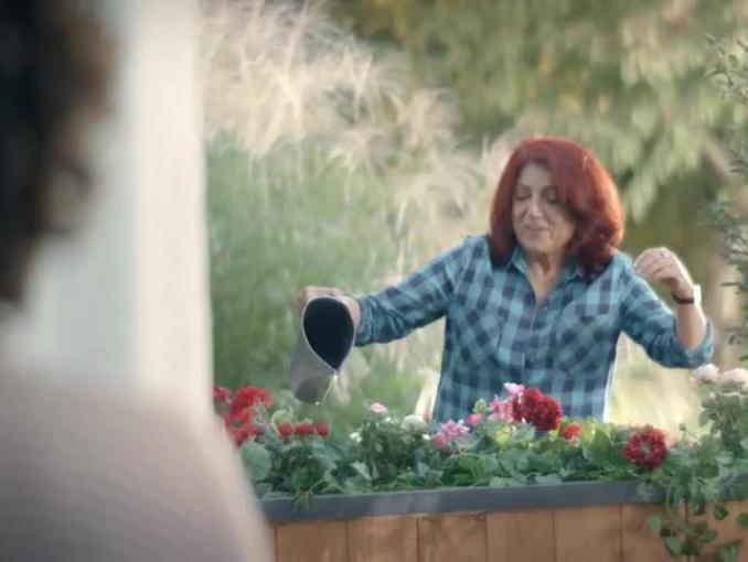 Urszula Dudziak z sąsiadką w reklamie Biovital Complex