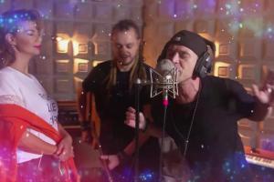 """Jurorzy """"The Voice Kids"""" śpiewają w świątecznym teledysku"""