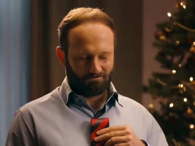 Nietypowe zastosowanie typowego prezentu świątecznego w kampanii Spokey