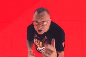 Jerzy Owsiak w spocie Play na finał WOŚP
