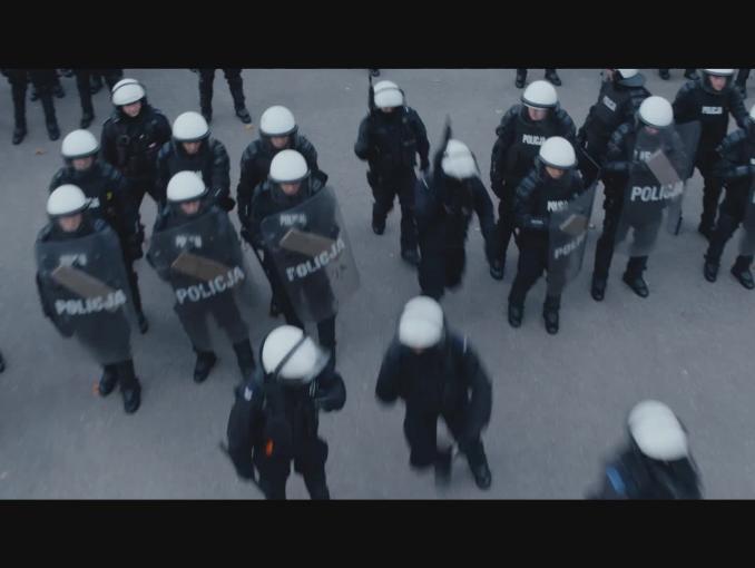 Olga Bołądź promuje warszawską policję