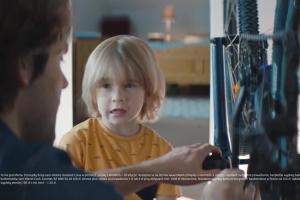 Gwarancje ojca dla syna promują konto w mBanku