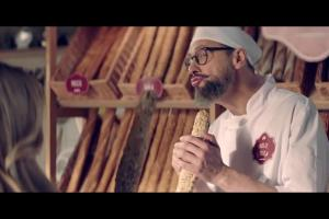 Szymon Majewski jako piekarz promuje nową ofertę Plusa