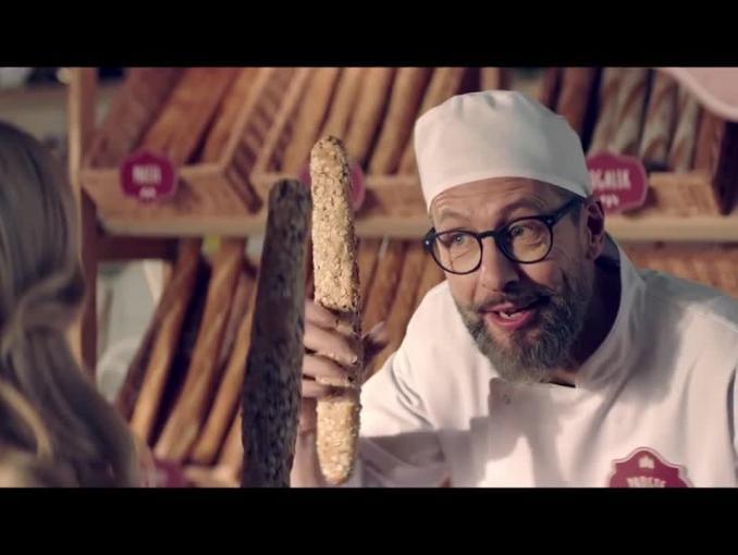 Szymon Majewski piekarzem w spocie prostych taryf Plusa