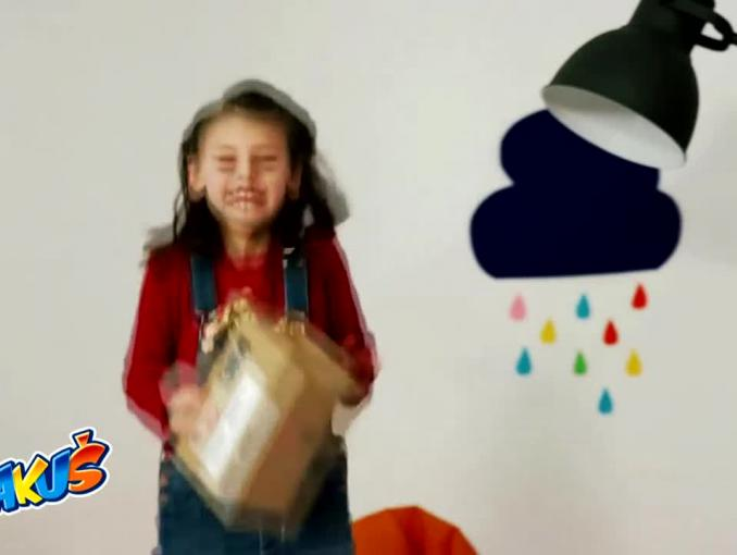 Bakuś promuje się teledyskiem z dziecięcymi zabawami