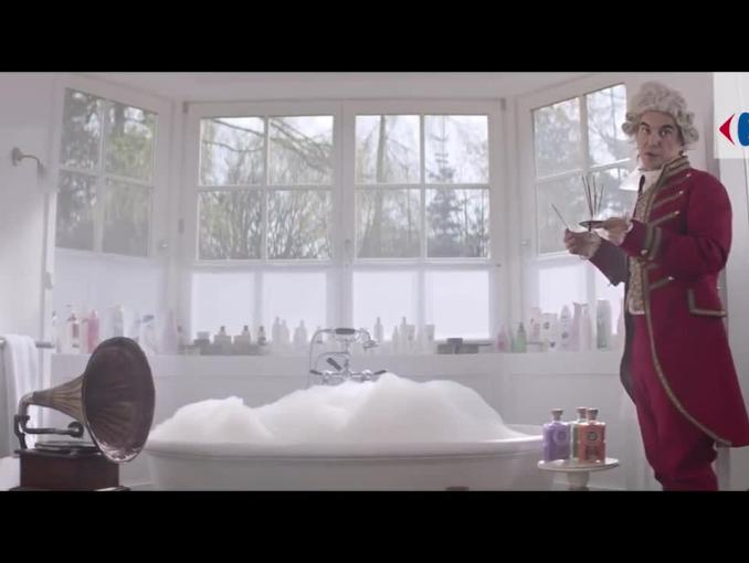 Napoleon dba o urodę w reklamie Carrefour