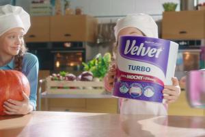 Młodzi kucharze w spocie ręczników Velvet Turbo
