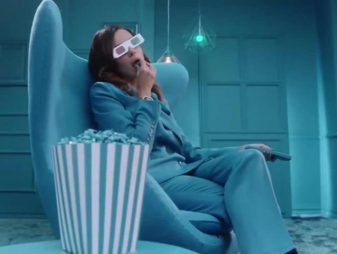 Natalia Siwiec reklamuje lakier do paznokci Indigo Nails