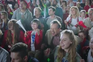 Kibic piłkarski w reklamie Vision Express