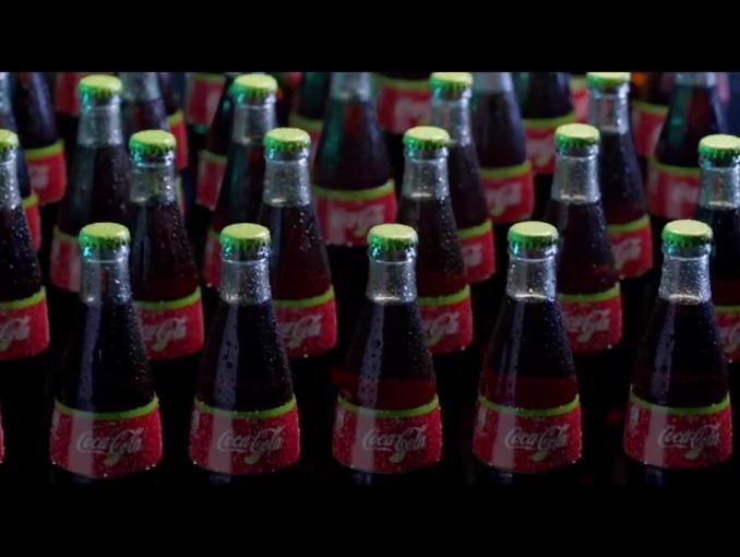 Przemowa do butelek w reklamie Coca-Coli na piłkarskie mistrzostwa świata