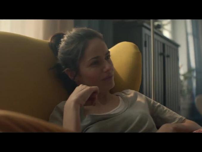 Kobiecy odpoczynek w reklamie IKEA