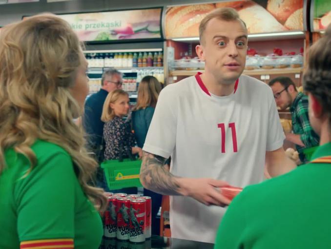 Kamil Grosicki reklamuje Trubo Grosik Energy Drink w Żabce