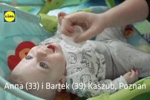 Rodzice trojaczków reklamują pieluchy Lupilu w Lidlu