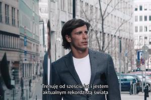 Mistrz Double Ironmana Robert Karaś reklamuje odzież Vistula