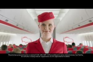 Stewardessa w spocie Karty Wielowalutowej w Banku Pekao SA