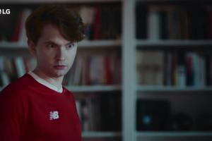 Jacek Gmoch reklamuje telewizor LG OLED ThinQ AI