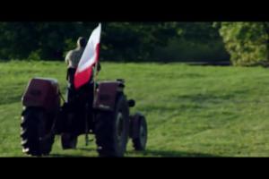 Tomasz Zimoch i kibice w mundialowej reklamie Biedronki