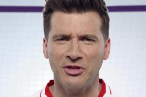 Tomasz Kammel kibicuje w piłkarskim spocie Play
