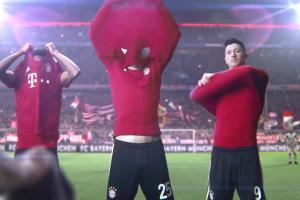 Robert Lewandowski i inne gwiazdy Bayernu Monachium reklamują Lenor Unstoppables