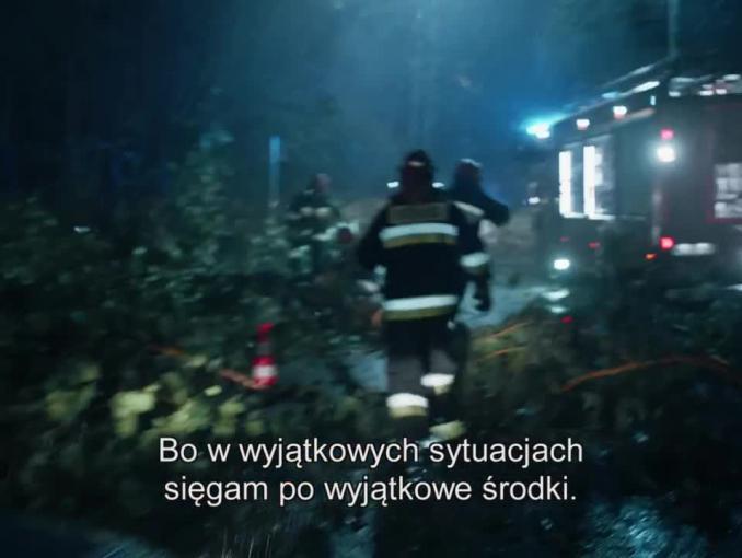 """Strażak reklamuje Apap Extra jako """"szybką ulgę w silny bólu"""""""