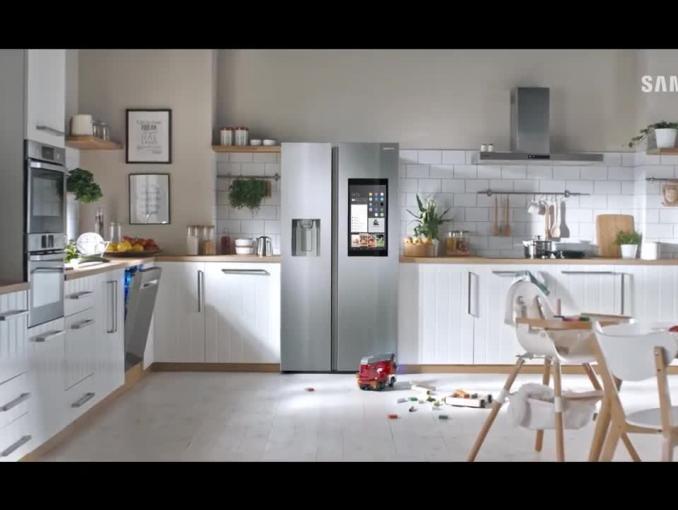 """Samsung Family Hub reklamowana jako """"lodówka wymyślona na nowo"""""""