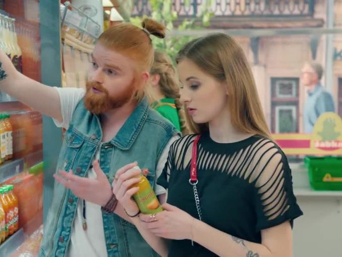Eko podryw reklamuje napoje w Żabce