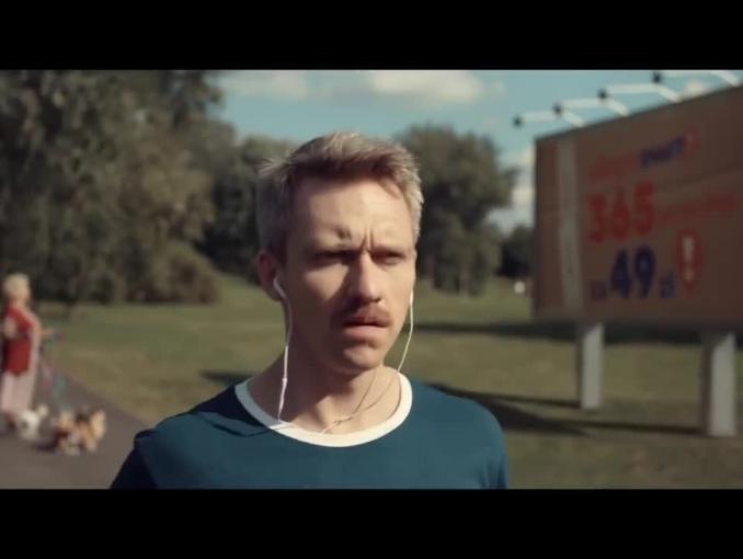 Biegacz w spocie Allegro Smart!