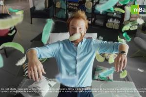Radość z założenia firmy w reklamie mBanku