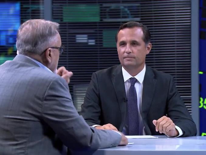 Włodzimierz Zientarski i Roman Młodkowski reklamują auta hybrydowe Toyoty dla firm