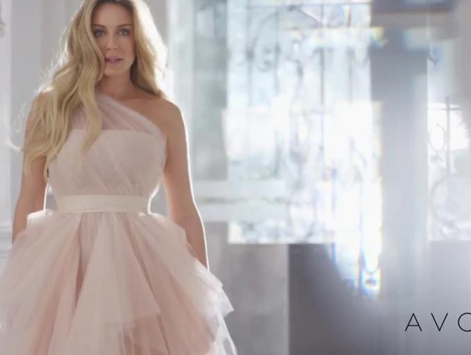 Małgorzata Rozenek-Majdan reklamuje perfumy Avon Luminata