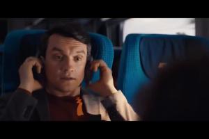 Kierowca autobusu jedzie pociągiem w spocie PKP Intercity