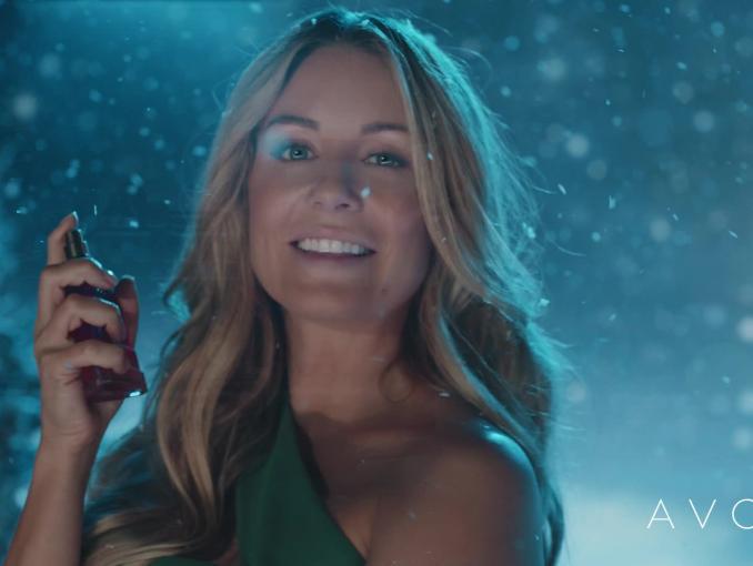 """Avon """"Kisses for Christmas"""" - Małgorzata Rozenek-Majdan i Radosław Majdan polecają perfumy Life Color"""